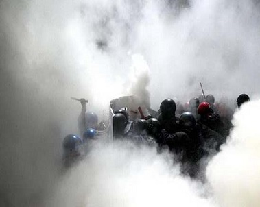 Peru Police Fired Tear Gas Arrest Workers